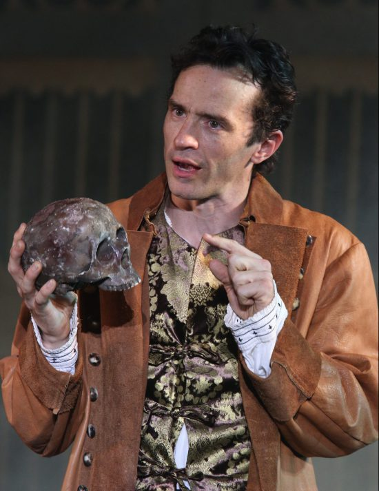 "Shakespeare Fest's ""Hamlet"" Showcases Bravura Performance by Nathan Darrow"
