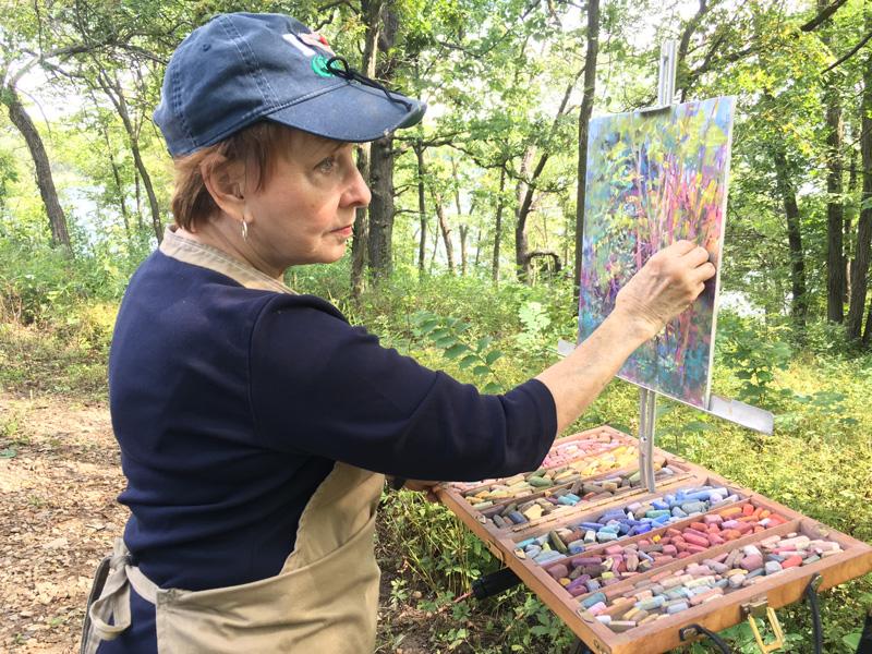 Beverly Carden Amundson painting en plein air