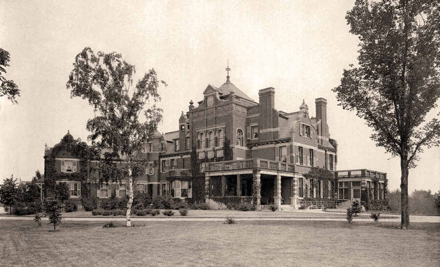 Photo of Marburg, the home of August and Emma Meyer in 1903. The residence became known as KCAI's Vanderslice Hall in 1928.